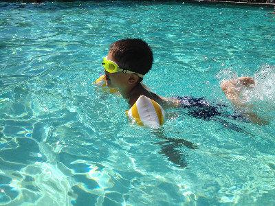 学游泳是项重要的