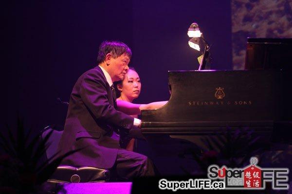 子伴奏陕北民歌《兰花花》  王燕樵为周建霞音乐会钢琴伴奏