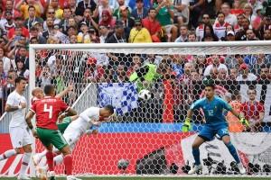 C罗俯身奋力一顶 把摩洛哥提前顶出世界杯