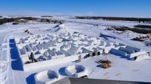 加拿大农民打造全世界最大雪迷宫 30分钟
