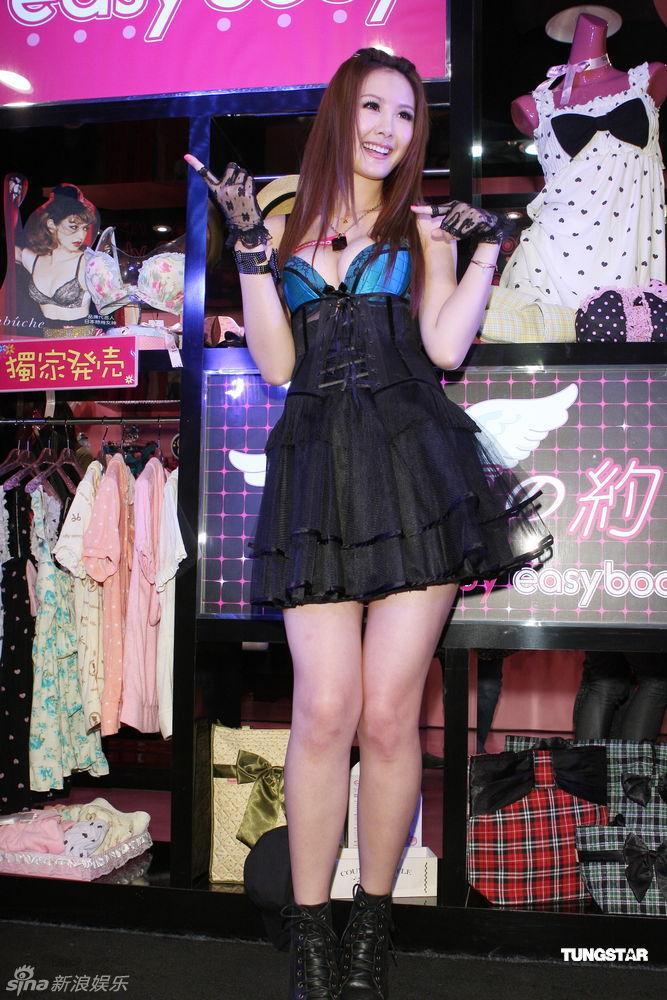 宅站台神追求亚男女低胸情趣品牌为安心性感内衣高雅v站台马甲怎样的代言图片