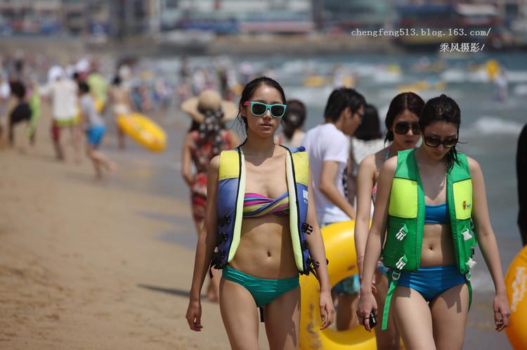 实拍韩国海滨浴场美女救援组