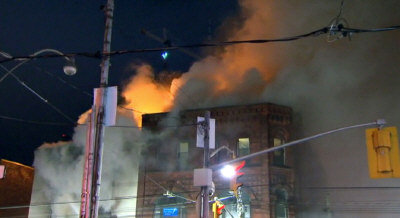中區華埠皇后街大樓著火。(CTV)