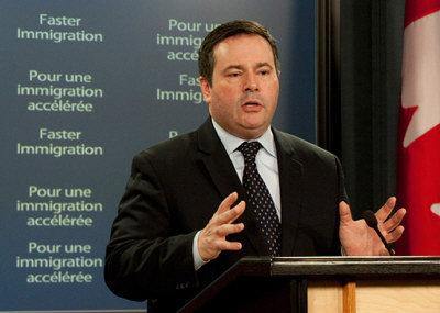 康尼表示,在新政策实施后,有意移民加拿大的人士,必须获得邀请后再开始申办永久居民。 (取材自联邦移民部网站)</p> <p>