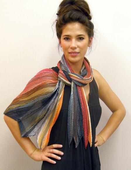 加拿大美女手绘丝巾 画出大牌品味(组图)