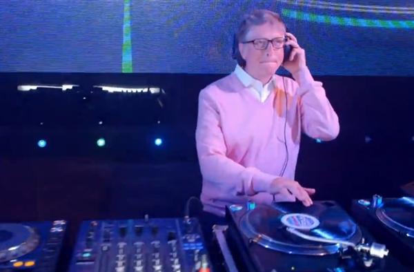惊呆了!比尔·盖茨大秀DJ