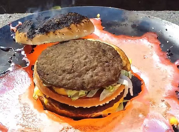 麦当劳巨无霸太魔性!能耐上千度高温熔铜不变形
