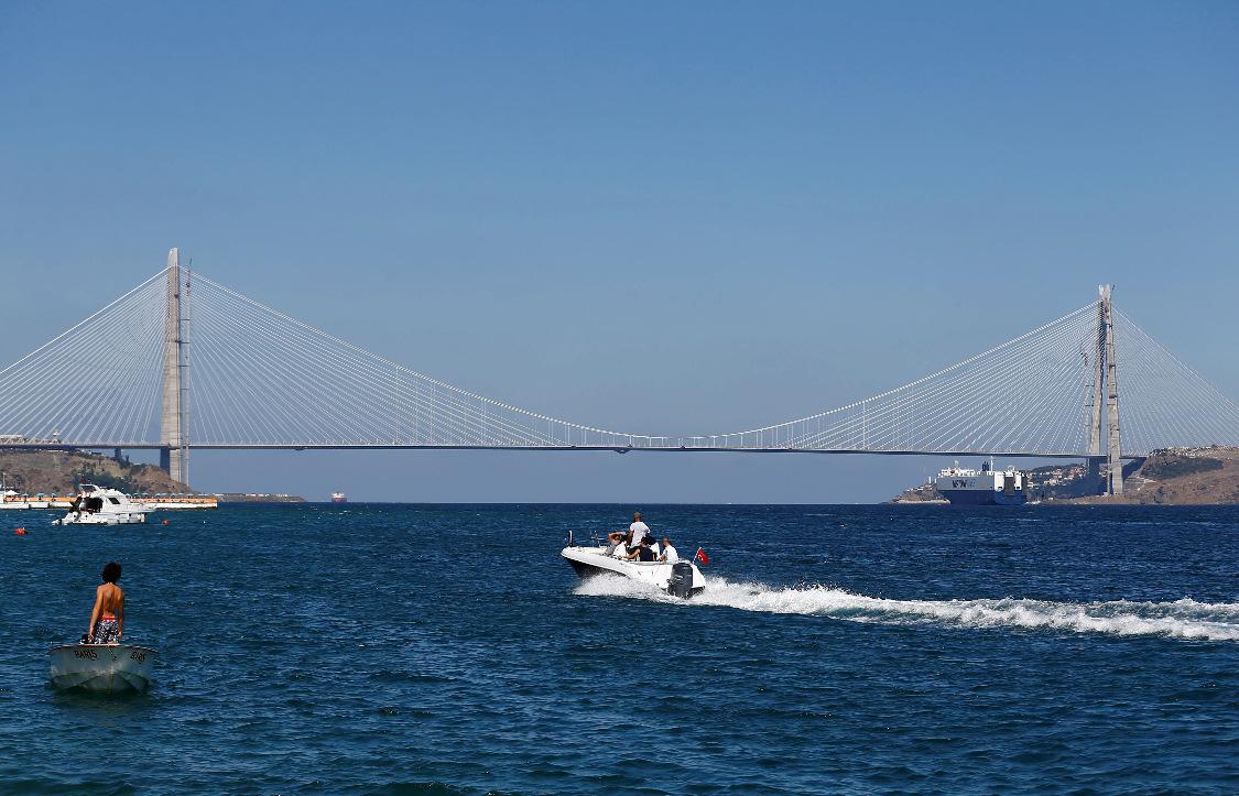 跨越欧亚 土耳其第3座博斯普鲁斯大桥启用图片
