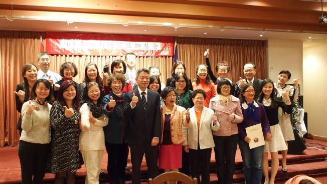 僑務委員會頒獎表揚溫哥華17位資深華語文教師。(圖:駐溫哥華台北經濟文化辦事處提供)