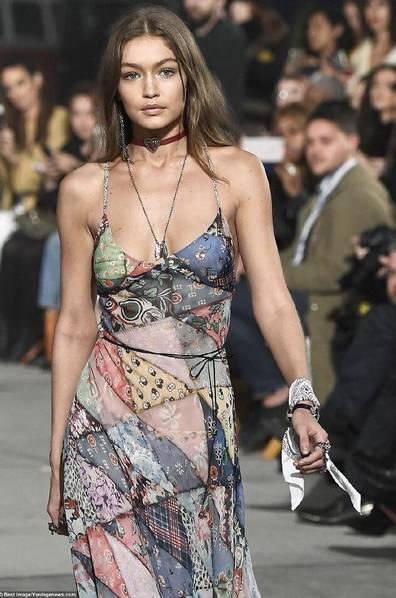 纽约时装周模特屁股上印标语 力所能及