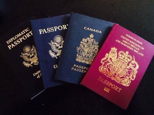 """你知道加拿大护照颜色背后的真正""""秘密""""吗?"""
