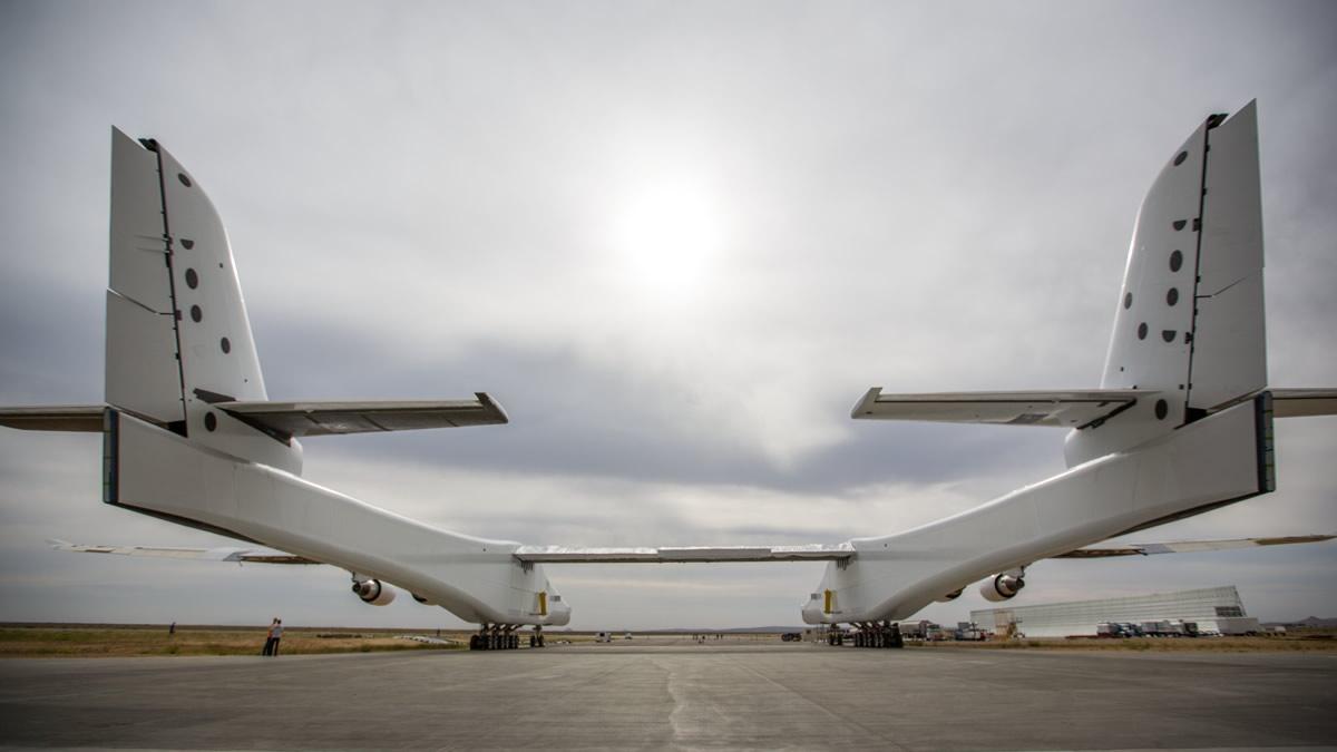 美国制成世界上最大飞机 专门用于发射运载火箭