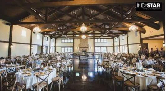 美国`印第安纳州卡梅尔(Carmel)一对年轻人原本周六(7月15日)举行婚礼,但新娘在一周前突然取消3万美元婚礼。为避免浪费,新娘决定宴请当地无家可归者。(视频截图)