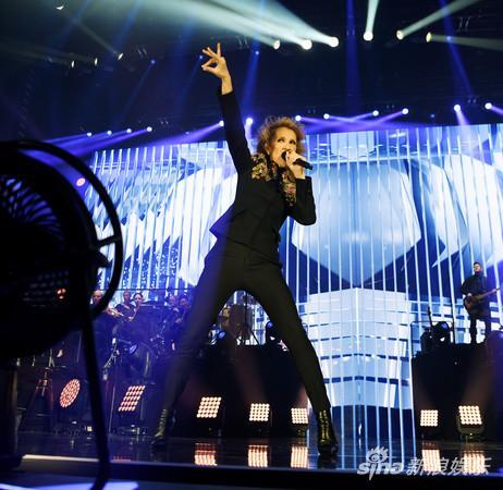 席琳迪翁在拉斯维加斯举办过1075场演唱会