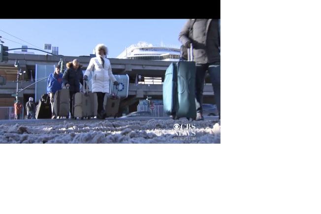 挪威逍遙號遊輪在海上遇到冰風暴,歷經磨難才抵達紐約。(CBS新聞)