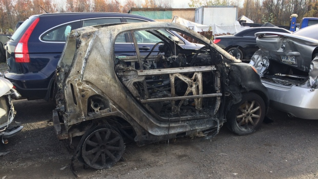 burned-smart-car-in-ottawa.jpg