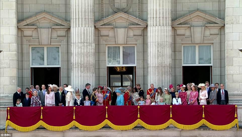 英女王92岁官方寿辰庆祝活动 王室新成员梅根亮相