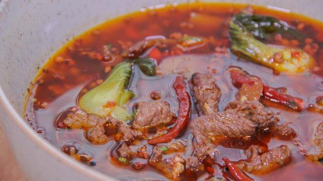 水煮牛肉在家做,最后一步是关键,照着这方法做,跟饭店一个味