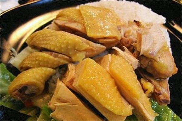 想吃盐焗鸡,就用电饭锅做,不加一滴水,肉鲜嫩汤,汤汁四溅