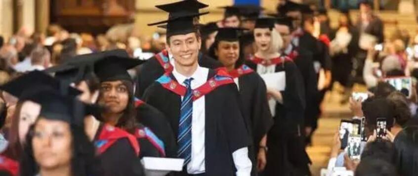 """""""赴英中国留学生人数激增""""的图片搜索结果"""