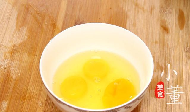 炒鸡蛋时,直接下锅就错了,学会这5个技巧,鸡蛋鲜嫩无腥味