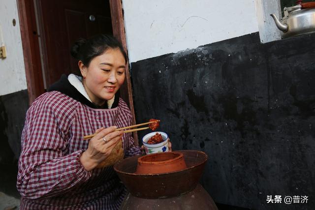 经常吃的豆腐乳,会吃了是美食,不会吃是垃圾。这样吃才对