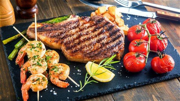 进食太多高脂肪食物,很容易使血脂升高,进而容易发生高血糖。