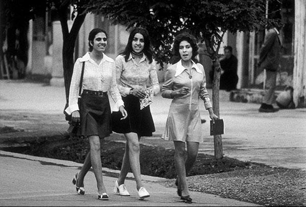 1972年,喀布尔街头的女性。图自视觉中国